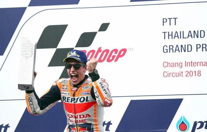 Márquez da un paso de gigante hacia su séptimo título mundial El español Marc Márquez (Repsol Honda RC 213 V) celebra su triunfo en la carrera de hoy. EFE