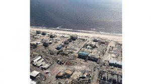 Michael deja atrás EE.UU. y un saldo creciente de muertos y daños materiales