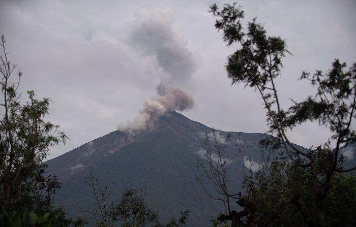 El volcán de Fuego de Guatemala inicia una nueva erupción El pasado 3 de junio, el coloso registró su más violenta erupción, que hasta ahora deja al menos 190 muertos y que afectó a más de 1,7 millones de personas. EFE/Archivo