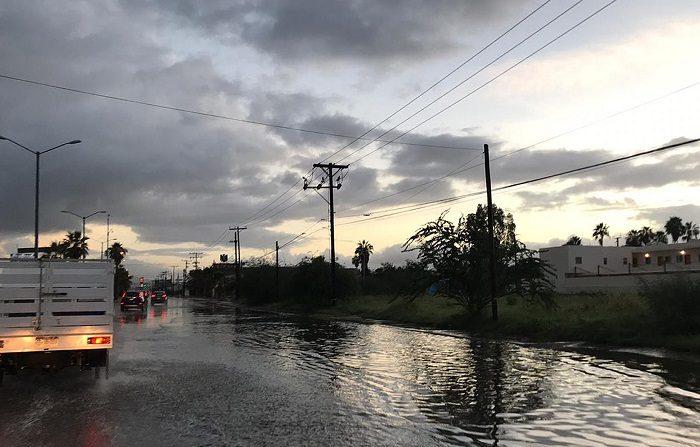 Sergio se degrada a depresión al tocar tierra por segunda vez en México Fotografía de una avenida hoy, viernes 12 de octubre de 2018, en La Paz, en el estado Baja California Sur (México). EFE