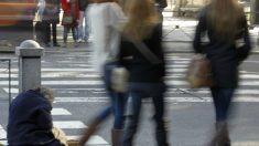 Menos españoles en riesgo pobreza pero las que lo están empeoran condiciones