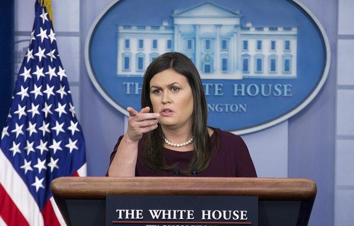 """Por orden de Trump, el Departamento de Estado """"presentará un aviso"""" formal de que """"Estados Unidos se retirará de la UPU"""", confirmó en un comunicado la portavoz de la Casa Blanca, Sarah Huckabee Sanders. EFE/Archivo"""