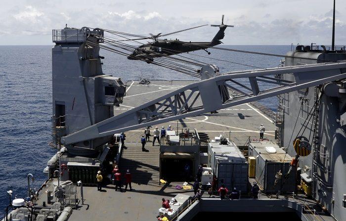 El incidente, que tuvo lugar poco después del despegue del aparato, a las 9.00 hora local (13.00 GMT), ocurrió cuando un helicóptero Seahawk de la marina intentó realizar un aterrizaje de emergencia y terminó estrellándose contra la cubierta del buque. EFE/Archivo