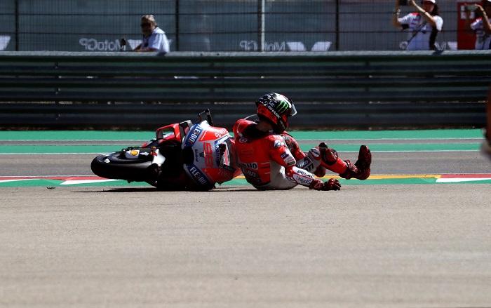 El español Jorge Lorenzo regresa a España para intentar acelerar la recuperación de sus lesiones y será baja segura también en el Gran Premio de Australia. EFE/Archivo
