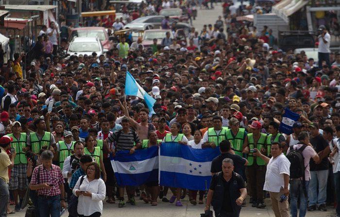 Más 2.000 hondureños que integraban la caravana de inmigrantes que salieron el día 13 de Honduras con la intención de llegar a EE.UU. han decidido retornar al país de manera voluntaria, informó  una fuente oficial. (EFE)