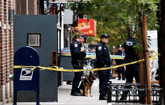 Las autoridades estadounidenses identificaron hoy al detenido por el envío de una docena de paquetes bomba a figuras del Partido Demócrata como Cesar Sayoc Jr., de 56 años, y residente de Florida, informó la NBC. EFE