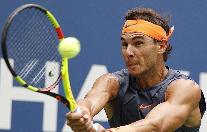 El español Rafael Nadal anunció este miércoles que no puede jugar el Masters 1.000 de París por problemas abdominales, lo que supone que el próximo lunes perderá la condición de número uno del mundo en beneficio del serbio Novak Djokovic. EFE