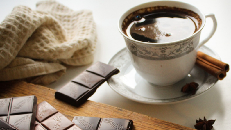 Chocolate y café. Imagen ilustrativa. (MGoldi/Pixabay)