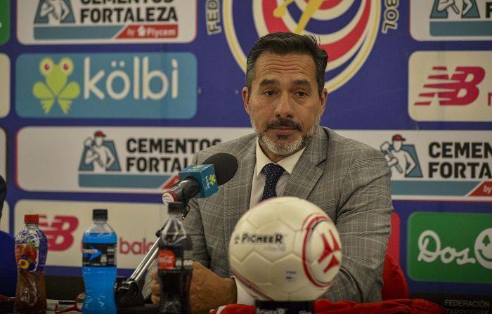 El técnico uruguayo Gustavo Matosas habla durante su presentación como nuevo director técnico de la Selección Nacional de Fútbol de Costa Rica hoy, martes 9 de octubre de 2018, en San José (Costa Rica). EFE/Alexander Otárola