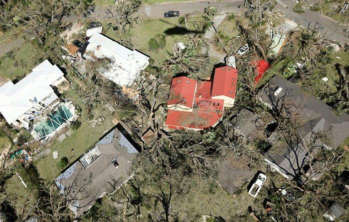 Fotografía aérea que muestra el destrozo ocasionado tras el paso del huracán Michael en Panamá City, Florida, EE.UU., el 11 de octubre de 2018. Las autoridades estadounidenses prosiguen con la búsqueda y rescate de damnificados del huracán Michael en la costa sureste del país con el temor a que aumente la actual cifra de seis muertos, especialmente en ciudades de la costa de Florida donde el ciclón dejó un paisaje apocalíptico. EFE/GLENN FAWCETT / Customs And Border Protection SÓLO USO EDITORIAL? NO VENTAS