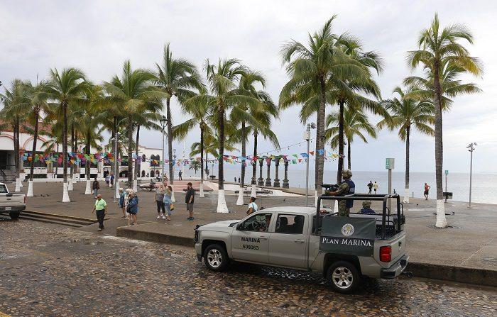 El huracán Willa disminuyó hoy a categoría 4 de la escala Saffir-Simpson con una trayectoria hacia las costas del noroeste mexicano, en donde se prevé toque tierra en las 24 horas siguientes, informó hoy el Servicio Meteorológico Nacional. EFE/Francisco Pérez