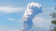 Erupciona volcán de isla Sulawesi, devastada por el terremoto y tsunami en Indonesia