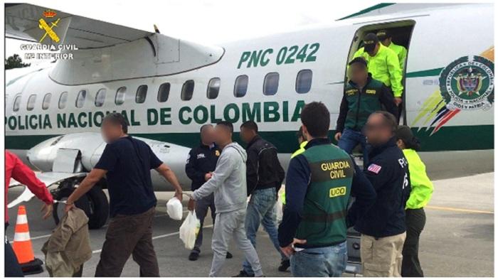 En total fueron arrestadas 30 personas, se aprehendieron 787 kilos de esta droga, se intervinieron más de 190.000 euros en efectivo (unos 216.000 dólares), un arma de fuego y 10 vehículos en más de 20 registros, informó hoy la Guardia Civil española en un comunicado. Los agentes contaron la colaboración de las Policías de Colombia y Australia y las oficinas de Investigación de Seguridad Nacional de EEUU (HSI) en Madrid y Bogotá.EFE/Guardia Civil