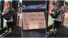 """Joven que canta en la calle conmueve a todos: """"Si necesita dinero, por favor tome lo que necesite"""""""