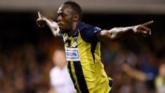 Usain Bolt marca dos fantásticos goles en su primer partido como futbolista profesional