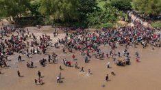 Migrantes cruzan a México bajo promesa de pedir refugio, pero incumplen y se unen a segunda caravana