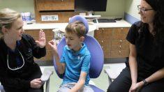 Niño de 6 años que nunca pudo hablar, va al dentista y en pocas horas dice 'mamá, tengo hambre'