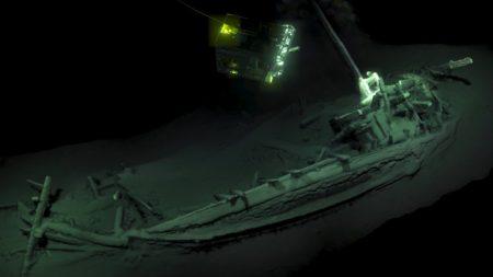 Hallan barco de 2400 años: es el naufragio intacto más antiguo conocido por la humanidad