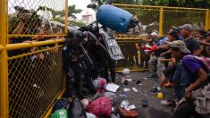 Migrantes con destino a EE. UU. se enfrentan violentamente en la frontera entre Guatemala y México