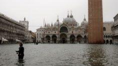 Récord de marea alta en Venecia en medio de tormenta severa en Italia que deja 9 muertos