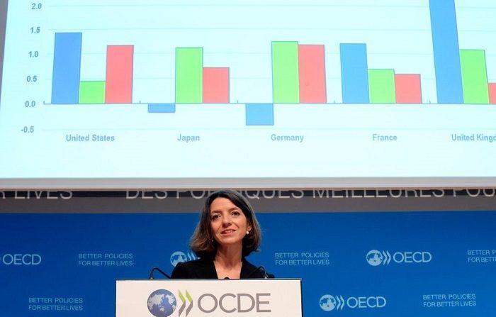 """En el informe de gobernanza, la OCDE evalúa la viabilidad de 41 Estados miembros de la Unión Europea (UE) y la Organización para la Cooperación y el Desarrollo Económico (OCDE), es necesario que el país """"encuentre medios efectivos y susceptibles de redistribuir los ingresos para reducir la desigualdad"""". (Photo by ERIC PIERMONT / AFP) (Photo credit should read ERIC PIERMONT/AFP/Getty Images)"""