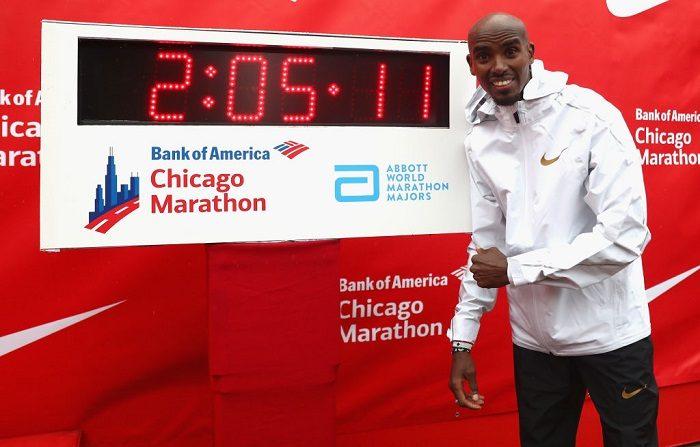 Sir Mo Farah, de Gran Bretaña, celebra haber ganado la carrera masculina estableciendo un nuevo récord europeo en 2 horas, 5 minutos y 11 segundos durante el maratón de Chicago de Bank of America de 2018, el 7 de octubre de 2018 en Chicago, Illinois. (Foto de Michael Steele/Getty Images)
