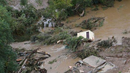 Lluvias catastróficas al sur de Francia arrastraron residentes de sus viviendas: van 13 muertos