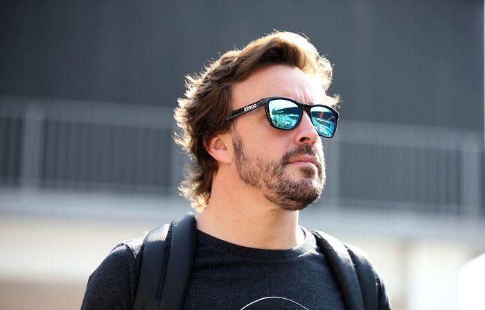 El español Fernando Alonso y el español McLaren caminan en el Paddock durante los preestrenos del Gran Premio de Fórmula Uno de México en el Autodromo Hermanos Rodríguez el 25 de octubre de 2018 en la Ciudad de México, México. (Foto de Charles Coates/Getty Images)