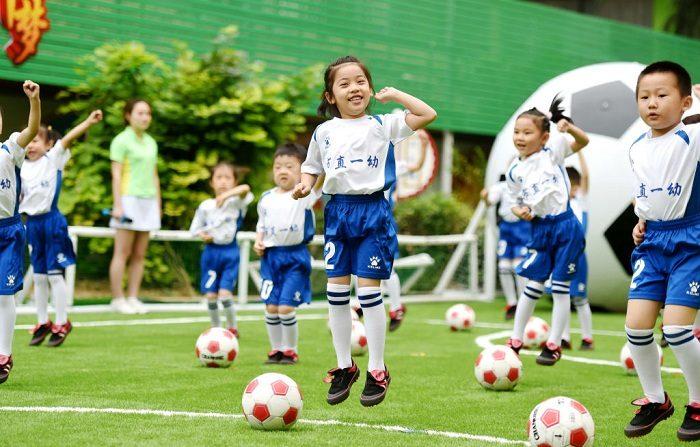 Imagen de contexto de los niños en la guardería en el municipio de Chongqing, en el oeste de China. (Foto de VCG/VCG vía Getty Images)