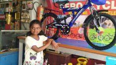 Una niña dona los ahorros de 4 años para su nueva bicicleta a las víctimas de las inundaciones