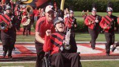 Nació ciego y no puede caminar, pero eso no le impidió tener éxito