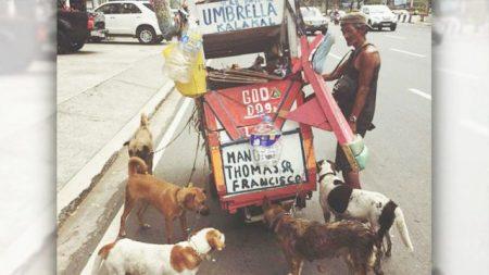 Este hombre sin hogar vende chatarra para que a sus fieles amigos no les falte nada