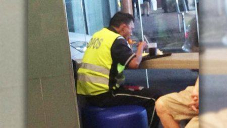 Compra comida para un oficial de tránsito exhausto y su amabilidad lo emociona hasta las lagrimas
