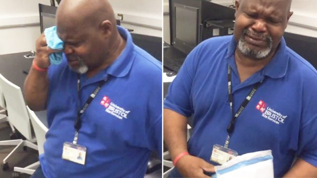 Estudiantes regalaron 1900 dólares a un trabajador con gran corazón para que pudiera regresar a casa