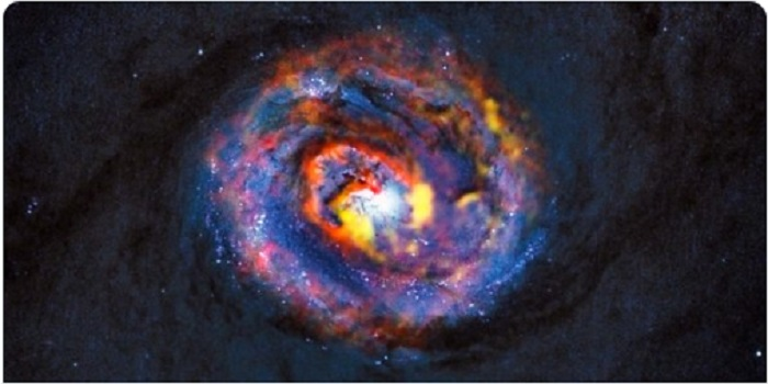"""La investigación realizada a través del telescopio espacial Fermi de la NASA ha confirmado un ciclo de dos años en el brillo de rayos gamma de una galaxia """"activa"""". Imagen de @CieloTiedra"""