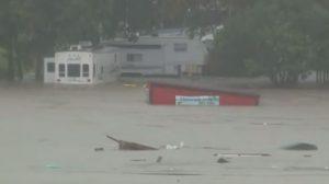 Aguas de hasta 12 metros arrasan viviendas en dramáticas inundaciones en Texas