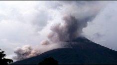 El volcán de Fuego de Guatemala entra en erupción, la cuarta de este año