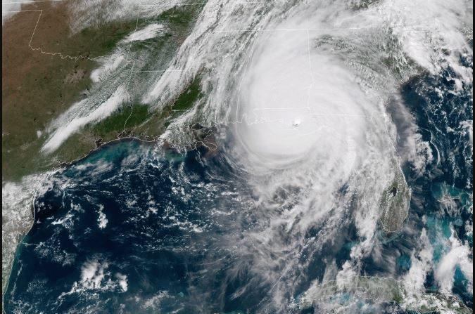 El Huracán Michael después de tocar tierra en la playa de México, cerca de la ciudad Panamá de Florida a las 13.30 del 10 de octubre de 2018 (GOES)
