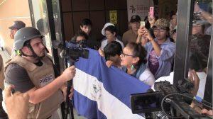 Policías enfrentan protesta en Nicaragua