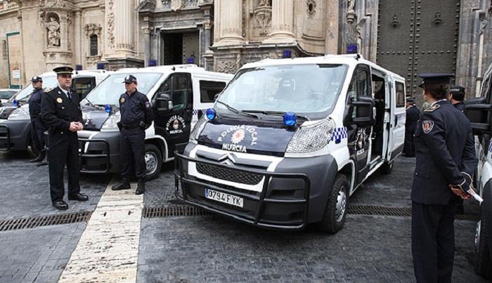 Policía de Murcia detuvo a Una mujer como supuesta autora de la estafa a 35 jóvenes de México, Francia, Italia, Rumanía, Alemania, Polonia y Corea del Sur. web de murcia.com