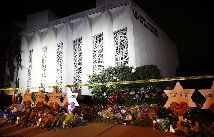 El presunto autor de la matanza de once personas en una sinagoga de Pittsburgh (EE.UU.) el pasado sábado, Robert Bowers, se declaró hoy no culpable de los 44 cargos por crímenes de odio que se le imputan en una corte federal. EFE/JARED WICKERHAM