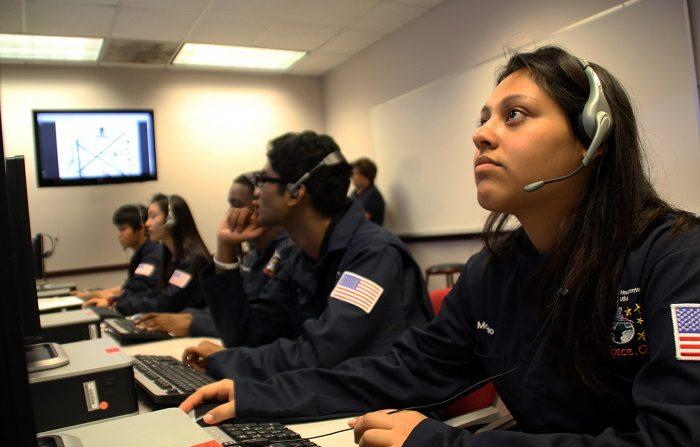 La inteligencia artificial y la realidad virtual contribuyen a personalizar la experiencia universitaria y facilitan el éxito de los estudiantes del nivel terciario, aseguraron expertos reunidos en la conferencia Educause que culminó hoy en Denver. EFE/Archivo