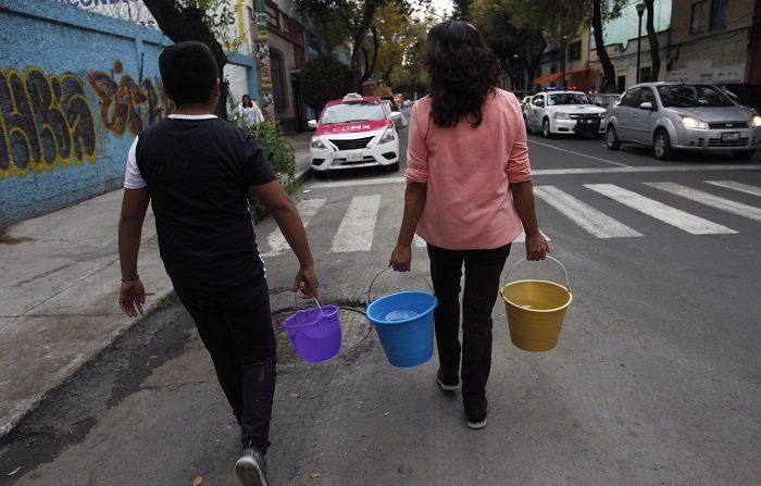 El suministro de agua en Ciudad de México se suspendió por unas 40 horas más luego de que, tras restablecerse el Sistema Cutzamala el domingo, una de las piezas instaladas sufriera un desplazamiento, informó hoy la Comisión Nacional del Agua (Conagua). EFE