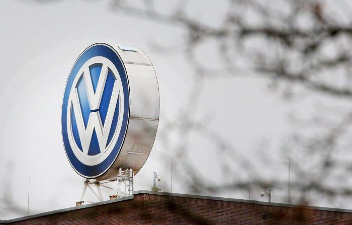 """El sistema utiliza datos anónimos de movimiento, transmitidos por teléfonos móviles o vehículos, """"para calcular las acumulaciones de tráfico y el número de personas implicadas, es decir, los posibles pasajeros"""", explicó VW en un comunicado. EFE"""