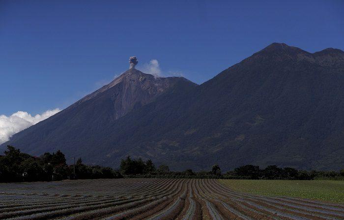Sigue erupción efusiva del volcán de Fuego en Guatemala
