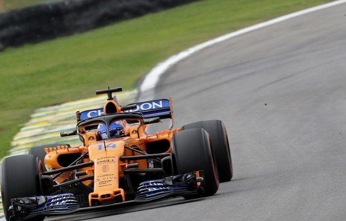 El piloto español Fernando Alonso de la escudería McLaren durante el segundo entrenamiento libre, viernes 09 de noviembre de 2018, para el Gran Premio de Brasil, que se celebrará el domingo en el circuito de Interlagos, en Sao Paulo (Brasil).  EFE/Sebastiao Moreira