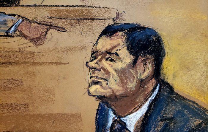 """Reproducción fotográfica de un dibujo realizado por la artista Jane Rosenberg donde aparece el narcotraficante mexicano Joaquín """"El Chapo"""" Guzmán mientras escucha al inicio del primer día de su juicio el 13 de noviembre de 2018, en el tribunal del Distrito Sur en Brooklyn, Nueva York (EE.UU.). EFE/Jane Rosenberg"""