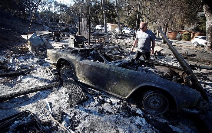 Vista de los estragos el lunes 12 de noviembre de 2018, después del incendio de Woosley, en Westlake Village, California (EE.UU.)..EFE/ Mike Nelson