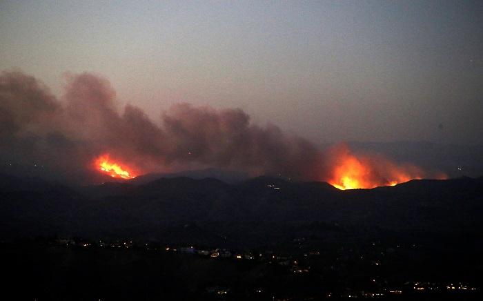 Los servicios de emergencias prosiguen hoy la búsqueda de las 1.276 personas que permanecen desaparecidas desde hace más de una semana a consecuencia del gigantesco incendio que quema el norte de California y que ya ha causado por lo menos 76 muertos. EFE
