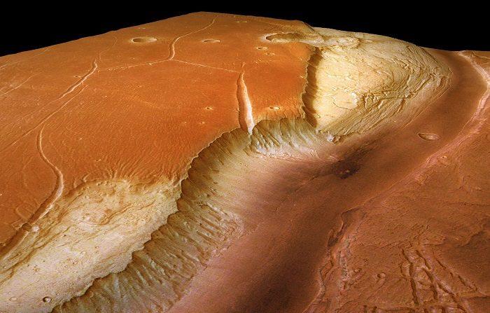 Una nave de la NASA buscará pistas sobre si alguna vez hubo vida en Marte mediante el análisis de las rocas de un antiguo lago y un delta, dos accidentes geográficos que podrían conservar signos de antiguos organismos, informó hoy la agencia espacial. EFE/ESA/DLR/FU Berlin/G. Neukum